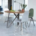 SPOINQ Square stoelen aan Twister tafel
