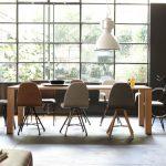 Spoinq square stoelen aan tafel sfeer beeld